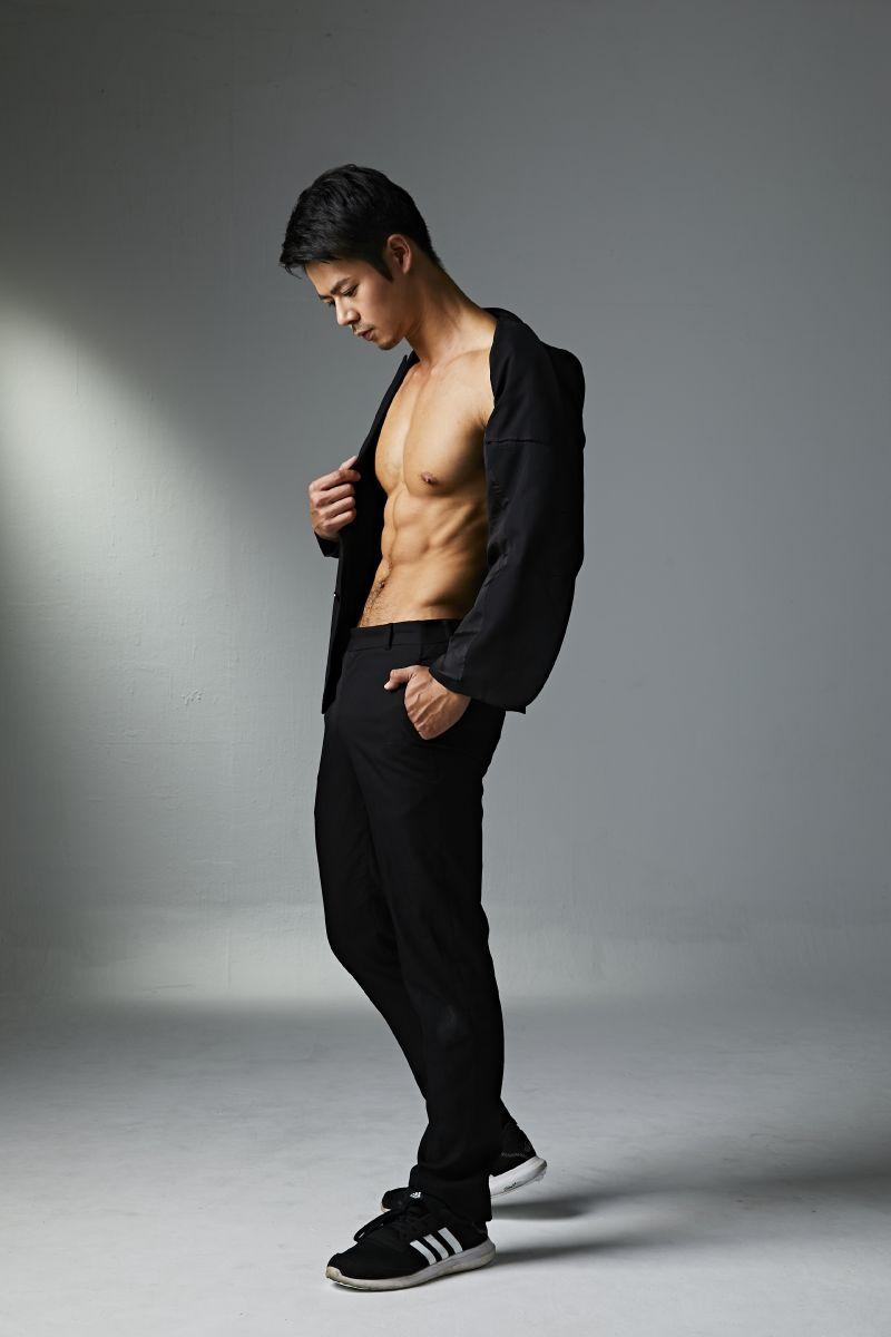 Model造型無限!鬢角加密成就魅力型男風範 8