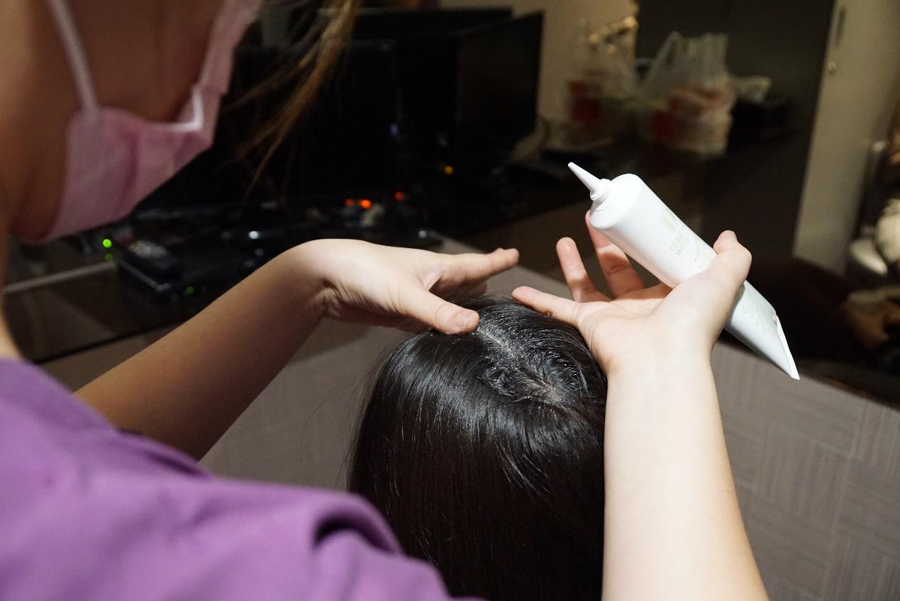 產後掉髮神崩潰!醫解析「保養關鍵」:不要天天洗頭! 1